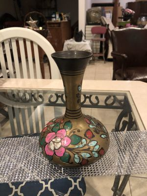 Brass vase w flowers for Sale in Dickinson, TX