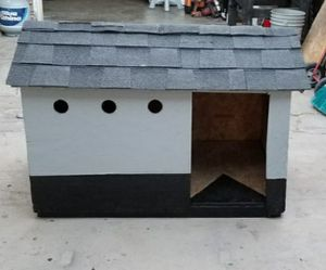 XL DOG HOUSE for Sale in Colton, CA