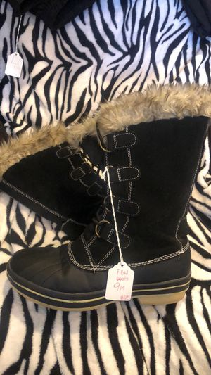 9M snow boots woman for Sale in Fruit Cove, FL