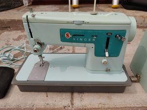 Vintage. Antique. Singer sawing machine. In excellent condition. Works great for Sale in Alhambra, CA