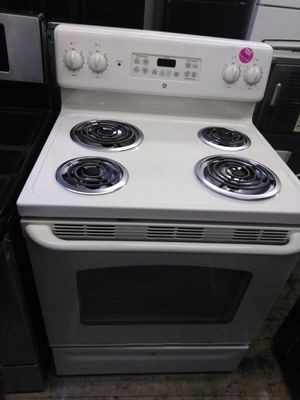 GE white 4 burner electric range for Sale in Cleveland, OH