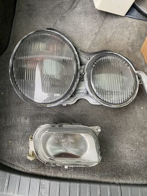 Mercedes headlight and fog light e320 e430 e420 e500 for Sale in Snohomish, WA
