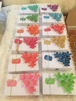 Estas son cajitas decoradas que sirven para joyería y dentro de ellas llevan 4 set de ganchos o prendedores para niñas de muy buena calidad ya lis for Sale in Silver Spring, MD