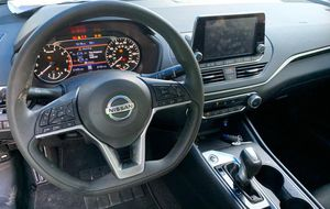 2019 2020 NISSAN ALTIMA INTERIOR PART OUT for Sale in Fort Lauderdale, FL