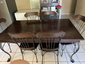 Dinning table for Sale in Cornelius, OR
