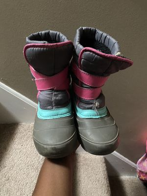 Size 1 girls snow boot for Sale in Plymouth, MN