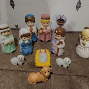 Precious Moments Nativity Set/ General Foam Plastics for Sale in Enumclaw, WA