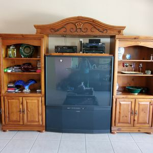 Wooden Entertainment Set with TV for Sale in Hollywood, FL