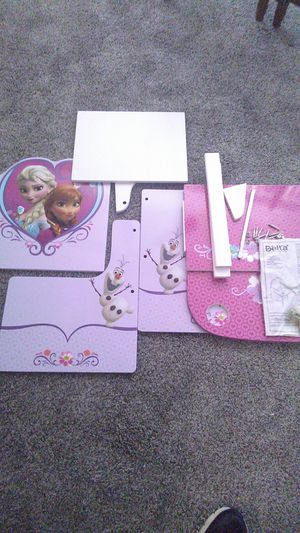 Frozen kids desk all parts included for Sale in Arlington, TX
