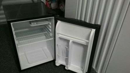 Haier Mini-Fridge/Freezer 2.5 cu ft for Sale in Pittsburgh,  PA