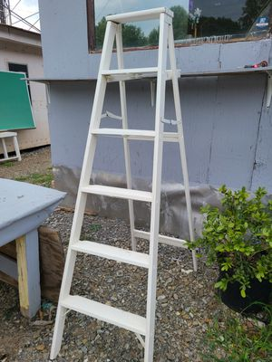 White painted antique ladder for Sale in Woodstock, GA