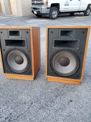 """Vintage Klipsch Heresy II Floor Speakers that are in excellent condition! Dimensions: 15.5""""W x 13""""D x 24""""H for Sale in Boca Raton, FL"""