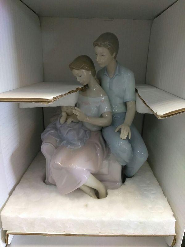 Lladro a circle of love figurine