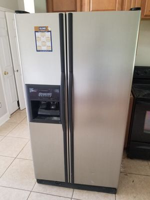STAINLESS STEEL KENMORE REFRIGERATOR for Sale in St. Augustine, FL
