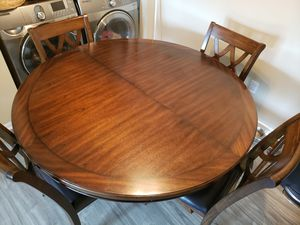 Dining table with 6 leather seats for Sale in Hilliard, OH
