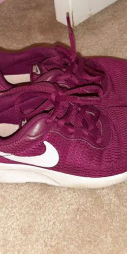 Nike Kid Shoes Size 1y for Sale in Alexandria,  VA