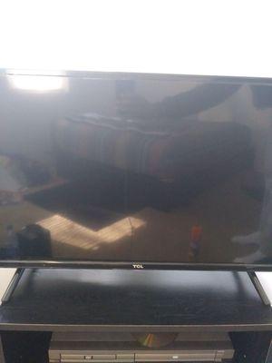 32in led flat screen tv for Sale in Atlanta, GA