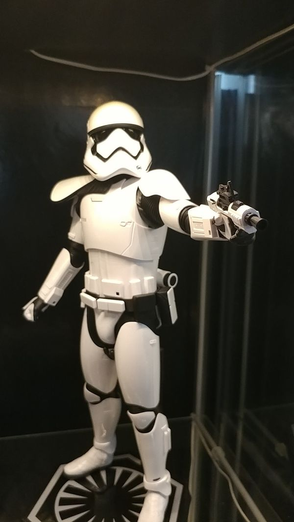 Hot Toys 1:6 scale Stormtrooper Sgt. (First order)
