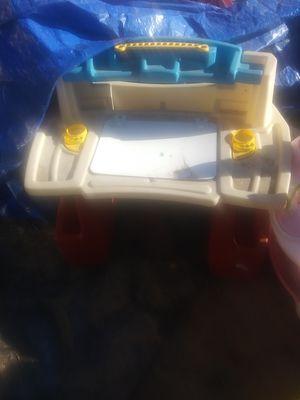 Kids desk $8 for Sale in Phoenix, AZ