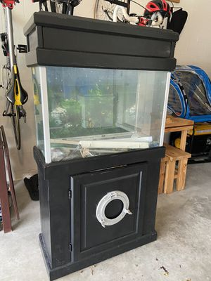 Fish tank and stand 37 gal for Sale in Haines City, FL