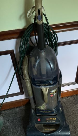 HOOVER WINDTUNNEL VACUUM CLEANER for Sale in Lilburn, GA