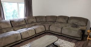 Large sectional with 5 working power recliners. for Sale in Washougal, WA