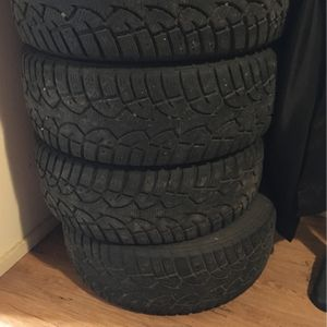 205/60 R 15 Studded Tires for Sale in Aberdeen, WA