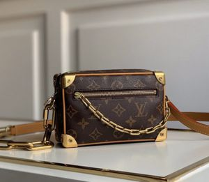 designer hand bag for Sale in Rancho Cucamonga, CA