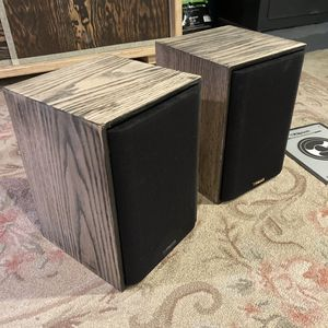 Klipsch KG Series KG 1.5 bookshelf speakers w/Mounting Brackets for Sale in Portland, OR