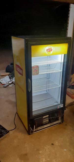 Refrigerated drink display case for Sale in Fayetteville, GA