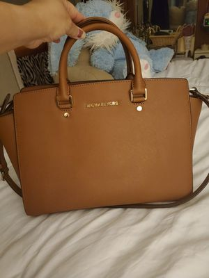 Large Micheal Kors Selma for Sale in Puyallup, WA