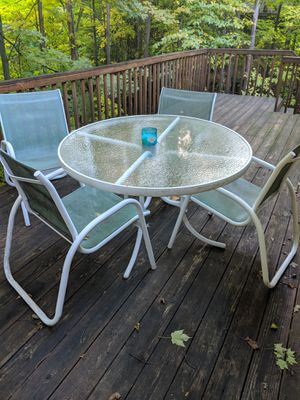 Table and chairs for Sale in Traverse City, MI