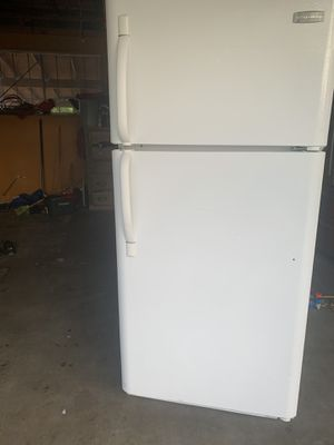 Frigidaire refrigerator works great for Sale in Fresno, CA