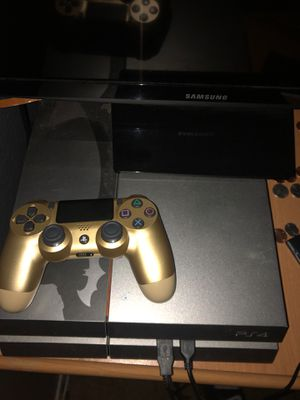 Ps4 with gold controller and headset turtle beach for Sale in Perris, CA