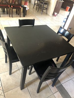 Breakfast table and 4 chairs .. normal wear, Mesa chica para cosina y 4 sillas, uso normal for Sale in Phoenix, AZ
