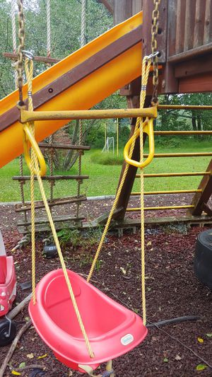 Little Tikes infant swing with buckles for Sale in Kingsville, MD