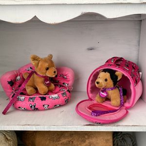 PENDING PICKUP Justice Pets Bed And Carrier for Sale in Kirkland, WA