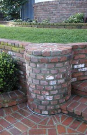 Atención cementeros y brick masons. In need of help to lay two pallets / necesito ayuda para extender un patio y camino. 1,000 ladridos rojos/ ~1,000 for Sale in Gardena, CA