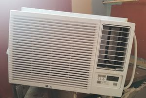 Window unit.. almos new.. used less than 2 week. paid over $600...COOL AND HEAT for Sale in Houston, TX