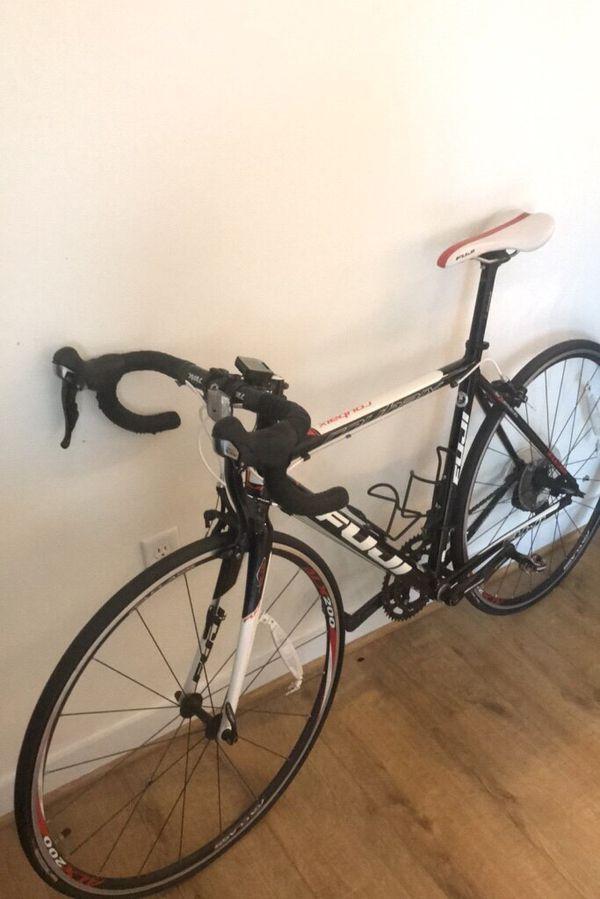 Fuji Roubaix 2.0 Road Bike