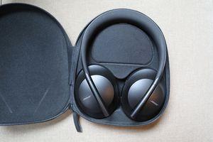 Bose noise canceling 700 headphones for Sale in Bonney Lake, WA