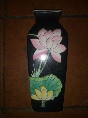 Beautiful flower vase for Sale in Hawthorne, CA