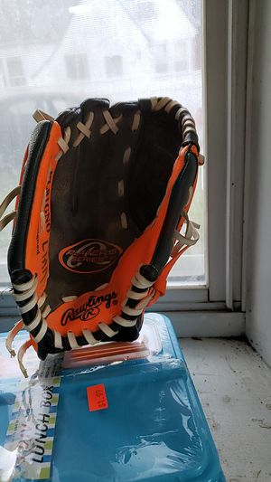 Size small baseball glove for Sale in Queens, NY