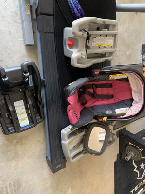 Graco infant car seat and 3 bases with a mirror for Sale in Montgomery, TX