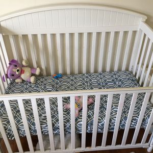 Crib. Only Used It 3 Times for Sale in Lorain, OH