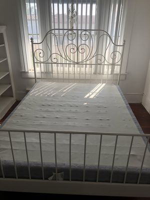 Queen size bed frame for Sale in San Diego, CA