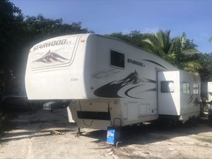 Starwood 5th wheel with bunker for Sale in Homestead, FL