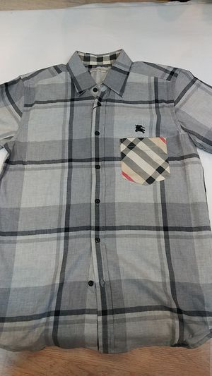Burberry short sleeve button up shirt for Sale in Paterson, NJ