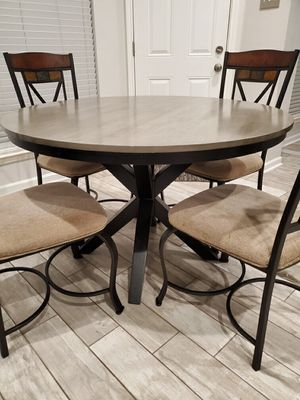 Round breakfast table & chairs for Sale in Houston, TX
