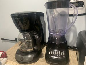 Coffee maker & blender for Sale in Chicago, IL